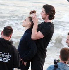 Christian Bale and Natalie Portman filming Knights of Cups Christian Bale Hot, Robert Downey Jr Young, Sigh In, Hemlock Grove, Woman Movie, Natalie Portman, Music Tv, Celebs, Celebrities