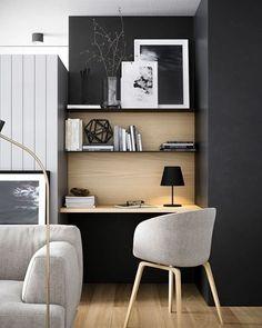 WEBSTA @ arq.paularoque - Home Office para inspirar✨painel de madeira clara contrastando com cores escuras da parede e prateleiras, ficou um charme!