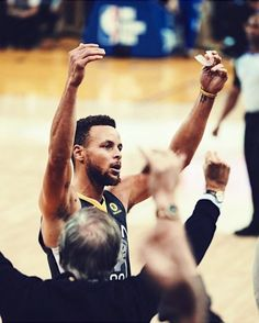 This month Steph is averaging points assists rebounds and steals while shooting a ridiculous from the field and 48 % from three-point range. Warriors Basketball Team, Curry Basketball, Basketball Memes, Basketball Players, Basketball Stuff, Steph Curry Wallpapers, Wardell Stephen Curry, 2018 Nba Champions, Golden State Basketball