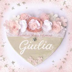 sagoma legno a forma di cuore, da decorare o decorato shabby chic, con fiori feltro e pannolenci, pizzo, fiocco nascita, da appendere,