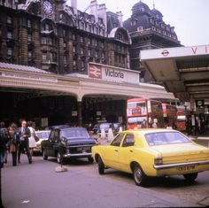 Victoria Station in 1973 london trains Vintage London, Old London, London City, Old Train Station, Bus Station, Train Stations, East End London, South London, London Pictures