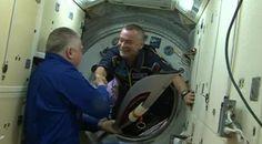 JO de Sotchi : revivez la sortie de la flamme olympique dans l'espace
