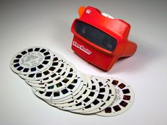 The View-Master was magical! Here's how it worked. You stuck a round card of tiny slides into the View-Master. You looked through it. You saw a picture. View Master, Master Art, Polly Pocket, 1980s Toys, Retro Toys, Vintage Toys, Vintage Stuff, 90s Childhood, My Childhood Memories
