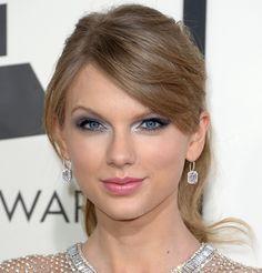 Grammy 2014, makes e cabelos | Dia de Beauté