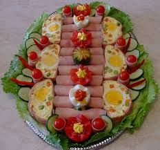egyszerű hidegtálak - Google keresés Food Platters, Russian Recipes, Avocado Toast, Decoration, Catering, Bacon, Appetizers, Dishes, Vegetables