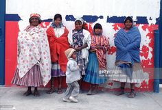 portrait-of-a-women-in-tarahumara-indian-clothes-with-a-young-boy-picture-id601249535 (1024×702)
