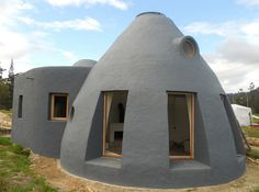 earthbag dome home by Arquitectura en Equilibrio