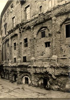 Teatro di Marcello 1890 Ancient Mysteries, Ancient Ruins, Ancient Rome, Italy Pictures, Old Pictures, Old Photos, Outdoor Cafe, Lost City, Roman Empire