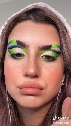 two-toned brows are a vibe😎 ib Crazy Eye Makeup, Creative Makeup Looks, Crazy Halloween Makeup, Unique Makeup, Green Makeup, Colorful Eye Makeup, Rainbow Makeup, Makeup Geek, Eyeshadow Makeup