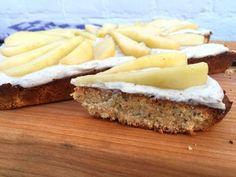 Op zoek naar een verantwoorde cake? Deze amandelcake met yoghurt, banaan en peer is verantwoord en ook nog eens heel erg lekker. Makkelijk te maken!