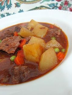 Chuckwagon Stew - slow cooker beef stew with potatoes, carrots, peas and tomatoes. by estela Slow Cooker Beef, Slow Cooker Recipes, Crockpot Recipes, Soup Recipes, Great Recipes, Cooking Recipes, Favorite Recipes, Easy Recipes, Chicken Recipes