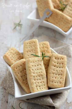 Biscuiti aperitiv pufosi - retete culinare aperitive. Reteta biscuiti aperitiv pufosi. Ingrediente si mod de preparare biscuiti aperitiv pufosi.