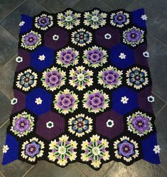Ravelry: Project Gallery for Frida's Flowers Blanket pattern by Jane Crowfoot: