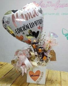 Balloon Arrangements, Balloon Decorations, Cute Gifts, Gifts For Mom, Candy Bouquet, Ideas Para Fiestas, Candy Gifts, Hampers, Mother And Father