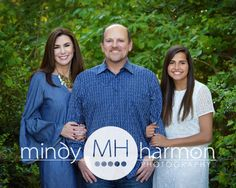 The McCracken family! Give us a call at the studio to book your portrait session at 281-296-2067 or you can book online at mindyharmon.com! #familyportraits #thewoodlands #outdoor #mhp #mindyharmon