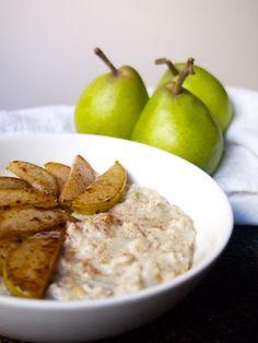 Kookos-päärynäpuuro karamellisoiduilla päärynöillä 2 dl gluteenittomia kaurahiutaleita 2,5 dl kookosmaitoa 2,5 dl vettä ripaus suolaa 2 kotimaista päärynää n. 1 tl ceylonin kanelia hieman kookossokeria n. 0,5 rkl neitsytkookosöljyä  sekoita kaurahiutaleet nesteeseen ja lisää mukaan ripaus suolaa. Hienonna päärynä kuutioiksi ja lisää mukaan hiutaleiden joukkoon. Sekoita ja kypsäksi.  Paloittele toinen päärynä ja paista hunajassa ja kookosöljyssä