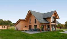 Chalets en bois www. Log Home Living, Cottage Style Homes, Indoor Outdoor Living, Log Homes, Bungalow, Tiny House, Beautiful Homes, Building A House, Architecture Design