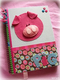 que idea tan buena Book Crafts, Felt Crafts, Diy And Crafts, Paper Crafts, Sewing For Kids, Diy For Kids, Altered Composition Books, Fabric Book Covers, Chicken Crafts