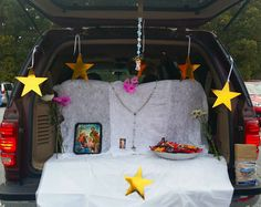 all saints day trunk or treating car pictures Halloween Party Treats, Halloween Diy, Catholic Crafts, All Saints Day, Trunk Or Treat, Decoration, Trunks, Car Pictures, Birthday
