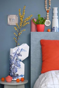 prchtg combination of denim drift blue and red Bedroom Red, Home Bedroom, Red Bedrooms, Bedroom Ideas, Living Room White, White Rooms, Living Room Throws, Blue Candles, Blue Walls