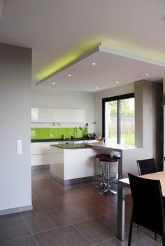 Finde moderne Küche Designs von Atelier d'architecture Pilon & Georges. Entdecke die schönsten Bilder zur Inspiration für die Gestaltung deines Traumhauses.