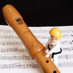 Yuri tocando la flauta #playmymusic #playmobil #playmobilspain #playmobilespaña #playmobilporelmundo #yuri #judo #toys #clicks #musica