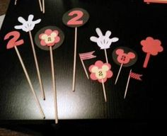 Decoratiuni petrecere Mickey & Minnie Mouse Minnie Mouse, Hair Accessories, Cake, Birthday, Party, Desserts, Blog, Diy, Tailgate Desserts