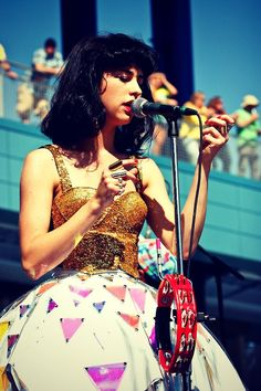 kimbra at Buzz beach ball