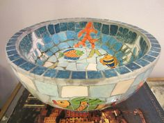 Supposed to be a fruit bowl- I think and G-unit could do similar. Mosaic Birdbath, Mosaic Vase, Mosaic Flower Pots, Mosaic Birds, Blue Mosaic, Mosaic Diy, Mosaic Garden, Mosaic Crafts, Mosaic Projects