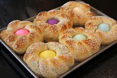 I have been wanting to try and make Easter Bread Nests ever since seeing the yummy recipe Charlotte shared a couple years ago . Easter Bread Recipe, Easter Recipes, Holiday Recipes, Holiday Treats, Holiday Decor, Catholic Easter, Italian Easter Bread, Easter Treats, Easter Food