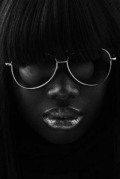 Portrait - Close-up - Black and White - Photography - Glasses Foto Art, My Black Is Beautiful, Black N White, Black Art, Black Silver, Color Black, Shades Of Black, Belle Photo, Dark Skin