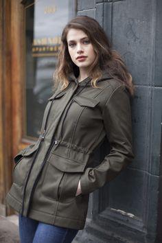 Waterproof field jacket by Mia Melon. Field Jacket, Rain Jacket, Fall Jackets, Jackets For Women, Cute Raincoats, Capsule Wardrobe, Classic Style, Leather Jacket, Stylish