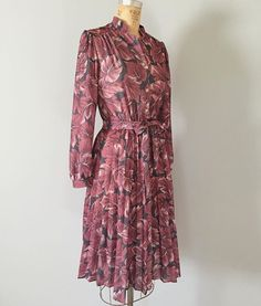 🍁coming soon ⇾ 1970s maroon pink leaf print belted dress at #adriancompany #vintage #1970s #70s #vintagefashion #vintagedress #vintageshop