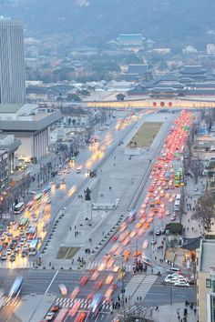 Week 7_ This is GwanghwaMun located in South Korea, Seoul. Most of the European Plazas have a good accessibility and to be connected with people very well. But In this picture, This plaza shows that 4 wide and large streets are blocking the plaza all side.