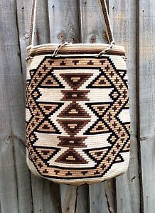 Authentic Mochila Wayuu from La Guajira, traditional size, una hebra tecnique in Clothes, Shoes & Accessories, Women's Handbags Tapestry Crochet Patterns, Crochet Stitches Patterns, Beading Patterns, Form Crochet, Bead Crochet, Mochila Crochet, Tapestry Bag, Crochet Purses, Crochet Bags
