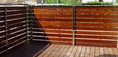 Barandilla en madera. Listones de iroko de 100x10 anclados a estructura de acero inoxidable.  http://www.barandillasprecios.com/barandillas/barandillas-exteriores/madera2012-10-01-20-54-21/madera-m1-detail