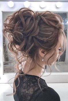 44 Messy updo hairstyles – The most romantic updo to get an elegant look Schnelle Frisuren Summer Wedding Hairstyles, Homecoming Hairstyles, Wedding Bun Hairstyles, Graduation Hairstyles, Quinceanera Hairstyles, Classy Hairstyles, Bride Hairstyles, Hairstyle Ideas, Gorgeous Hairstyles