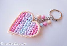 Porta chiavi cuore in fimo effetto maglia - Key holder heart knit effect http://sweetbiodesign.blogspot.it/2015/03/porta-chiavi-cuore-in-fimo-effetto.html