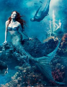 "Julianne Moore as Ariel Photo by Annie Leibovitz for ""Disney Dream Portrait Series."" More Julianne Moore photos Annie Leibovitz, contributing editor, Vanity Fair Disney Dream Portrait Series Julianne Moore, Real Life Mermaids, Mermaids And Mermen, Fantasy Mermaids, Art Disney, Disney Pixar, Disney Characters, S4 Wallpaper, Mobile Wallpaper"