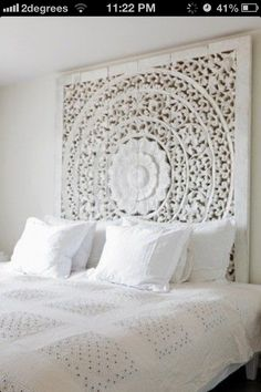 "45 ""All In White"" Interior Design Ideas For Bedrooms. Belle chambre toute blanche All White Bedroom Cozy headboard, by the sea style ! Home Bedroom, Bedroom Decor, Bedroom Ideas, Wall Decor, Plum Bedroom, Bali Bedroom, Peaceful Bedroom, Bedroom Suites, Bedroom Ceiling"