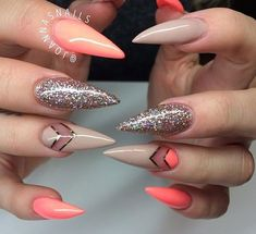 Unhas stiletto decoradas