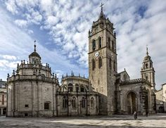 CATEDRAL DE LUGO: catedrales de España que merece la pena visitar Southern Cone, Sanctum Sanctorum, The Tabernacle, Religious Architecture, Stained Glass Windows, Mosque, Barcelona Cathedral, Travel, Iglesias