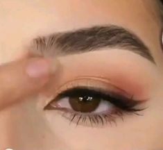 hacks for teens girl should know acne eyeliner for hair makeup skincare Makeup Trends, Makeup Inspo, Beauty Makeup, Makeup Tips, Permanent Eyeliner, Semi Permanent Makeup, Tattoo Wallpaper, Perfect Eyes, Tips Belleza