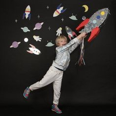 Shop this fantastic rocket pinata my little day. Not only is it fabulous decoration but it's the much awaited activity of a successful birthday party. Party Banner, Pinata Party, Party Bags, Party Gifts, Party Shop Online, Party Girlande, Rocket Cake, Unicorn Pinata, Outer Space