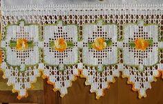 ATELIÊ ARTE DE BORDAR: Toalhas com barrado de crochê Crochet Borders, Filet Crochet, Crochet Motif, Crochet Designs, Crochet Doilies, Crochet Patterns, Crochet Curtain Pattern, Crochet Curtains, Beaded Curtains