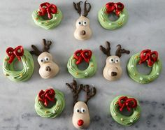Today I've made the cutest Christmas meringue characters ever! The recipe is simple to follow, it's a classic meringue...