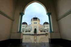 Muhammad Zulfan Dalimunthe: Medan Great Mosque or Masjid Raya Al Mashun is a mosque located in Medan,Indonesia.This mosque was built in 1906 and completed in 1909.At the beginning of its establishment,this mosque together with the palace complex.Typical architectural style of the Middle East,India,and Spain.This mosque is octagonal and has a wing on the south,east,north,and west.