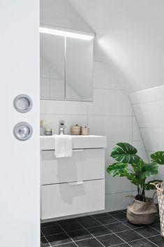 découvrir l'endroit du décor : AGENCEMENT ARDU Decoration, Bathroom Lighting, Bathtub, Mirror, Furniture, Home Decor, Color Inspiration, Decor, Bathroom Light Fittings