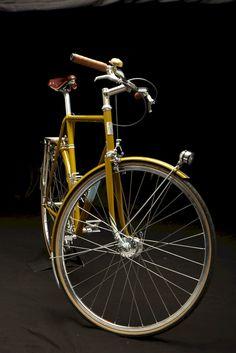 New vintage bike accessories cycling Ideas Bici Retro, Velo Retro, Velo Vintage, Vintage Bicycles, Road Bike Gear, Buy Bike, Mountain Bike Shoes, Bicycle Maintenance, Cool Bike Accessories