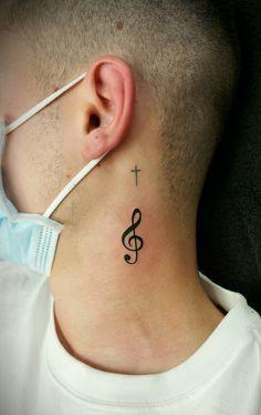 @westendtattoobp @westend_tattoo #westendtattooandpiercing #budapestwestendtattoo #tattoo #neck tattoo #line tattoo #tetoválás #violinkeytattoo #nyak tetoválás #vonalas tetoválás #small tattoo #kis tetoválások #